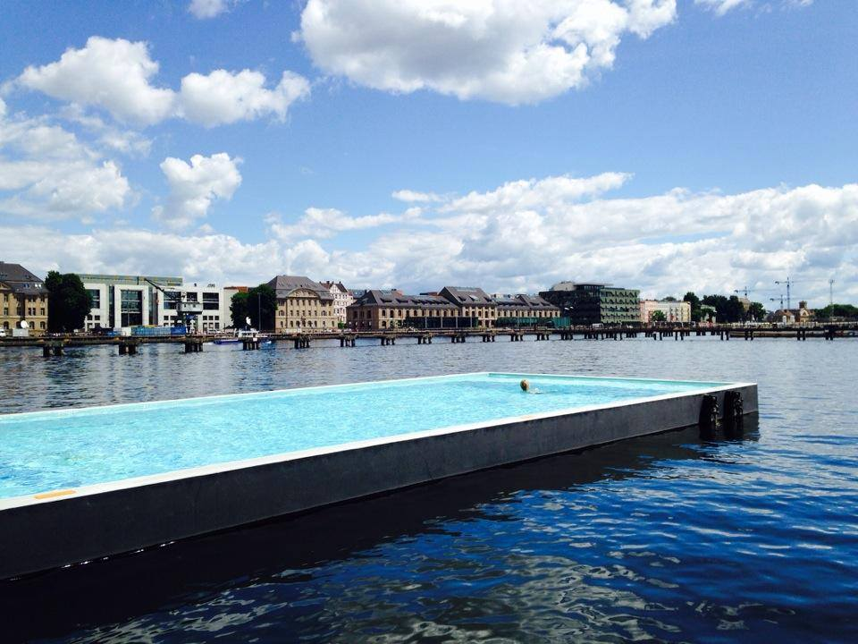Badeschiff berlin spree schwimmbad stadtstrand berlin - Indoor swimming pool berlin ...