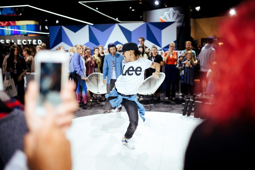 bb_lee-dance-performance