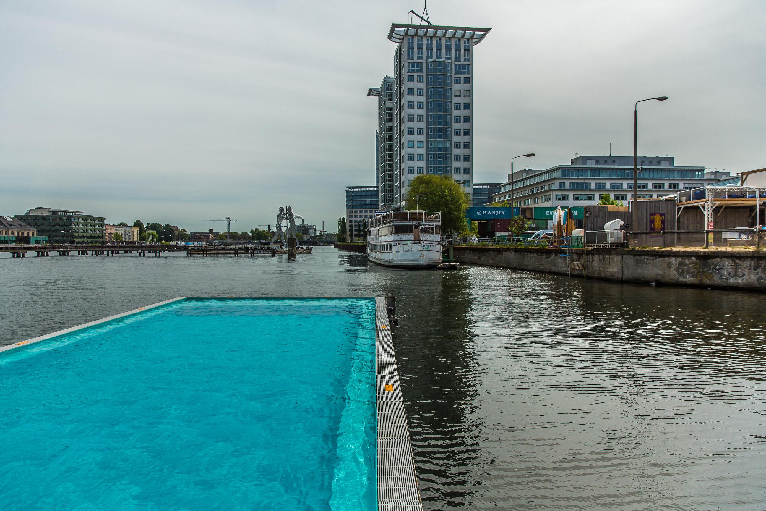 badeschiff berlin spree schwimmbad stadtstrand berlin. Black Bedroom Furniture Sets. Home Design Ideas